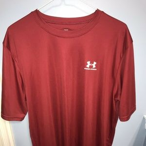 Under Armour Size XL Activewear Red Short Sleeve
